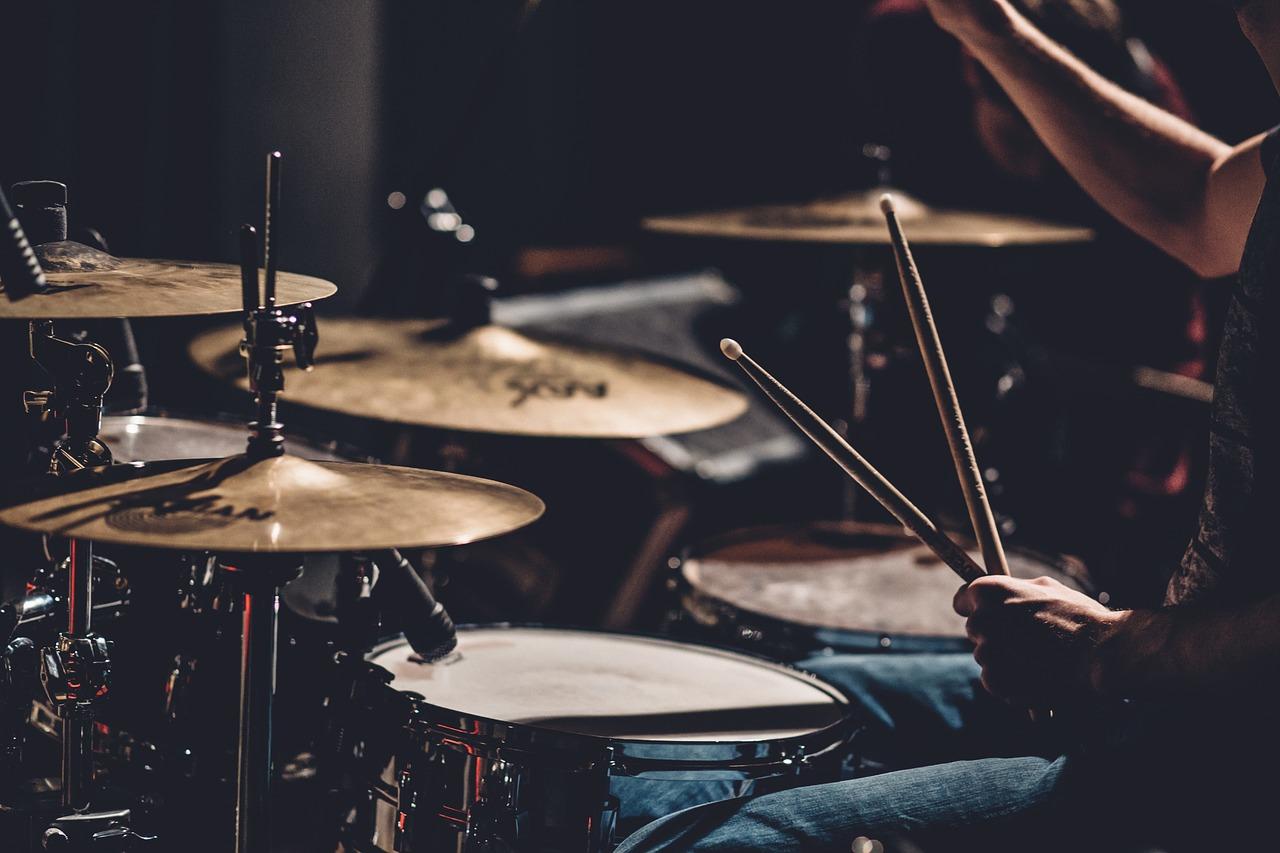 lär dig spela trummor på trumlektion